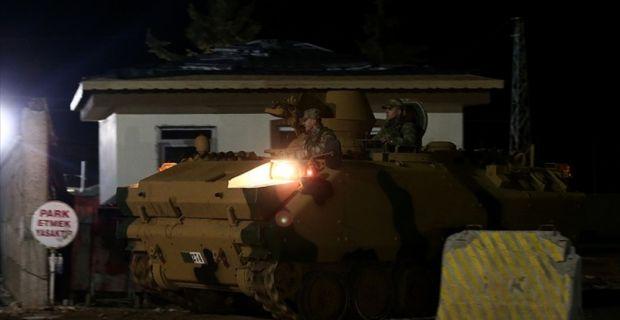 Sınır birliklerine obüs ve tank sevkiyatı yapılıyor