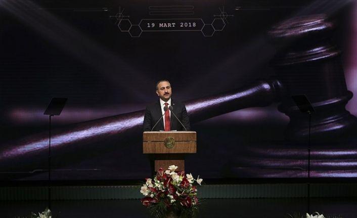 Adalet Bakanı Gül: Terörle mücadelenin taşıyıcı kolonlarından biri yargıdır