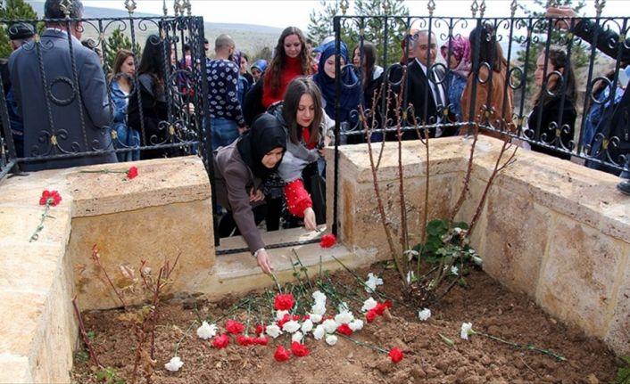 Aşık Veysel mezarı başında anıldı