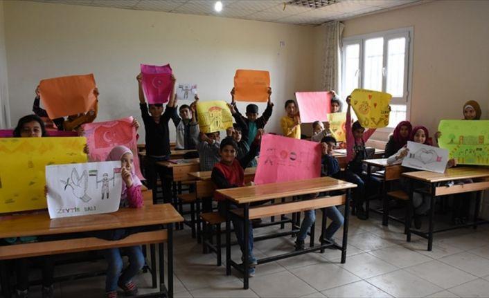 Suriyeli çocuklar, Mehmetçik için resim yaptı