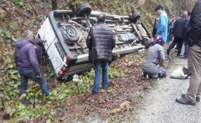 Yolcu minibüsü kaza yaptı: 16 yaralı