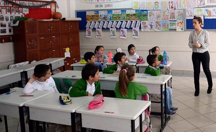 Başka okullarda 'misafir öğretmenlik' yapıyorlar