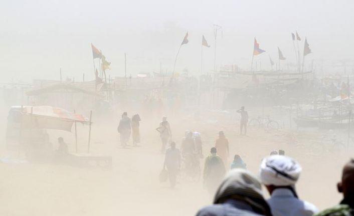 Hindistan'da kum fırtınası: 77 ölü, 143 yaralı