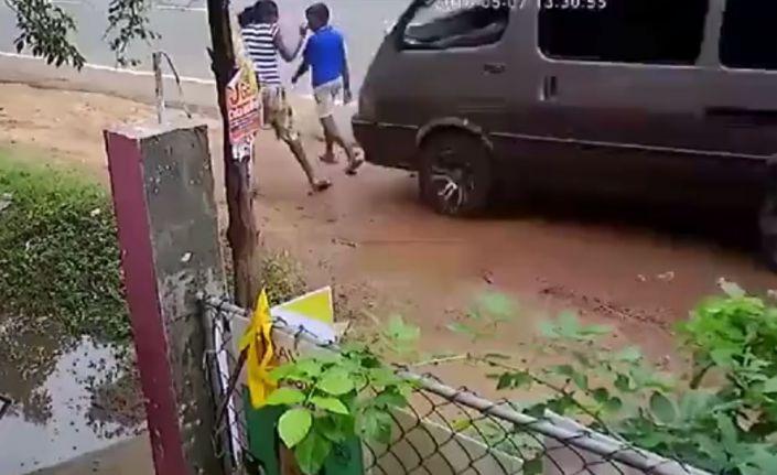 Kontrolden çıkan minibüs çocuğu ezdi