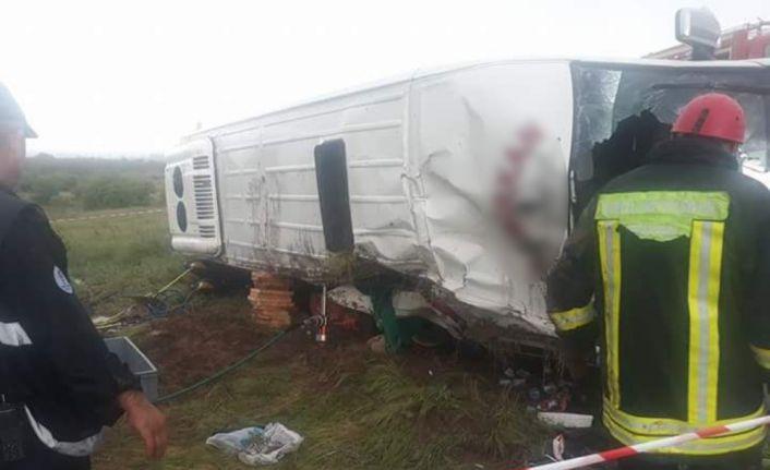 Mehter takımını taşıyan minibüs devrildi: 1 ölü, 12 yaralı
