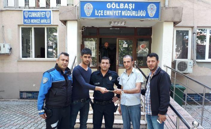 Örnek vatandaş ATM'de bulduğu parayı polise teslim etti