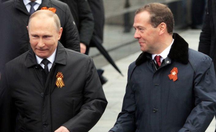 Rusya'da Putin'in başbakan adayı yine Medvedev