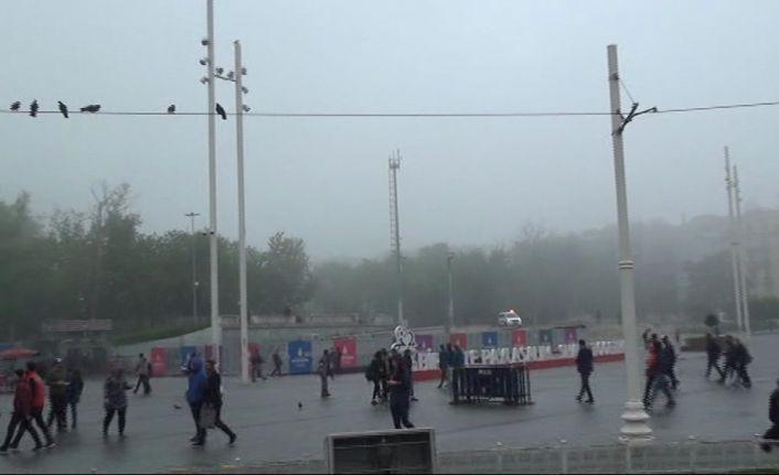 Taksim'e sis çöktü