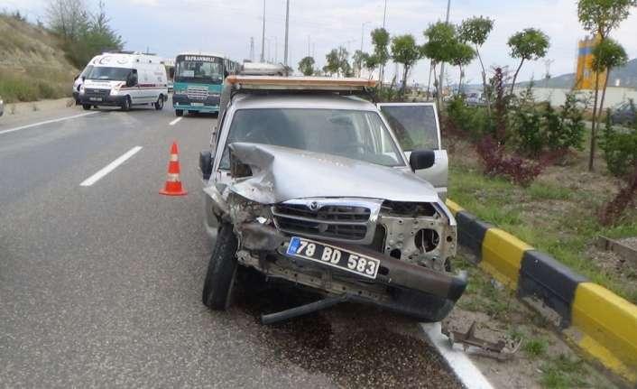 Otomobil ve pikap çarpıştı: 4 yaralı