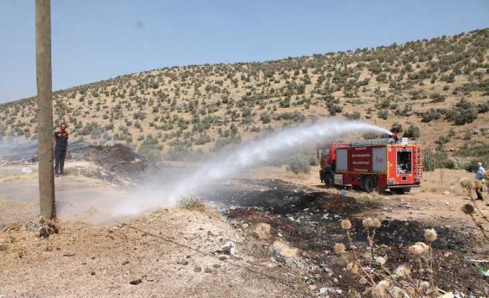 Midyat'ta ormanlık alanda çıkan yangın sürüyor