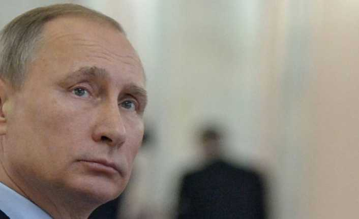 Putin'i düğününe davet eden bakanın istifası istendi