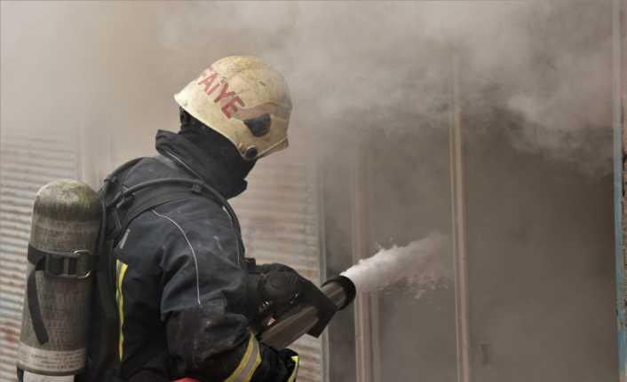 Samsun'da saman yüklü depo yangını