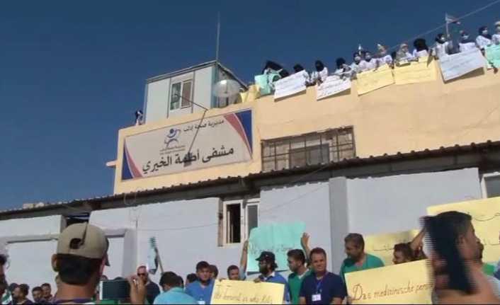 Doktorlar İdlib'deki saldırıları protesto etti
