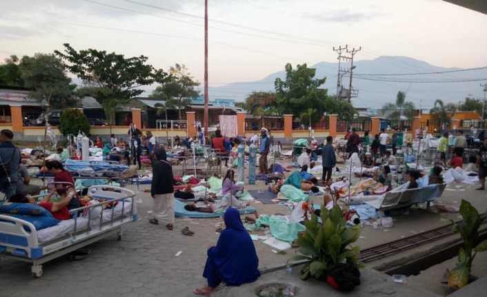 Endonezya'da depremden ölenlerin sayısı 384'e yükseldi
