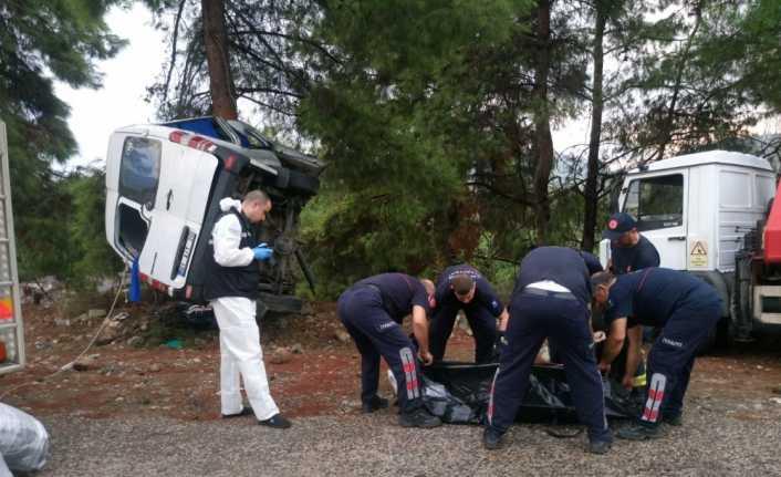 Kemer'de minibüs devrildi: 3 turist öldü