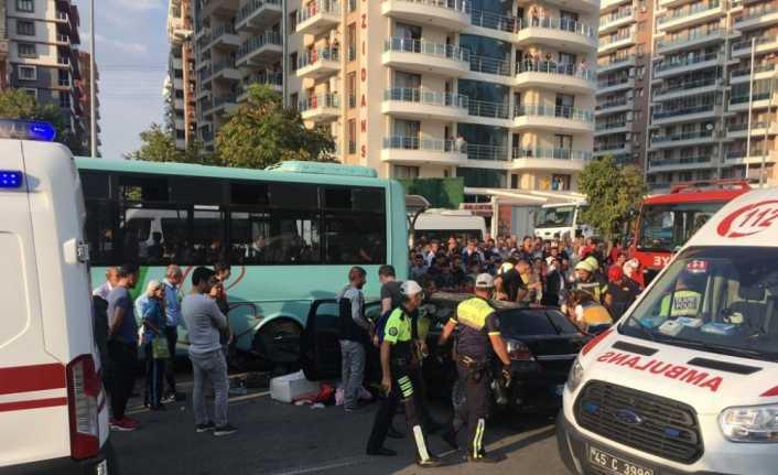 Manisa'da zincirleme kaza: 5 yaralı