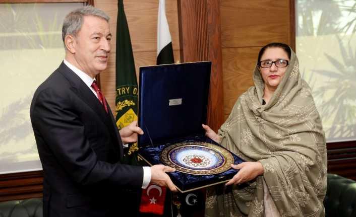 Bakan Akar, Pakistan Genelkurmay Başkanı ile görüştü