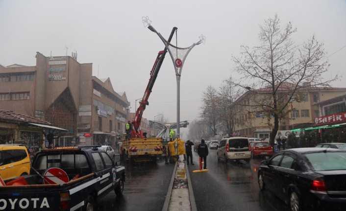 Halitpaşa Caddesinde aydınlatma çalışmalarına başlandı