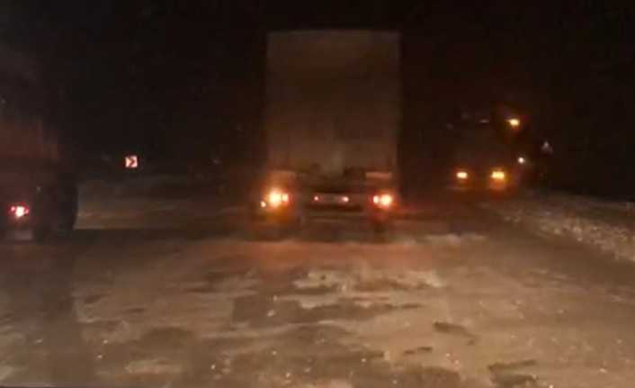 Kar yağışı ve tipi Erzincan'da ulaşımı olumsuz etkiledi