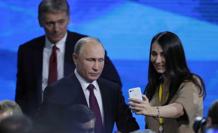 """Putin'e """"evlenecek misiniz?"""" sorusu"""