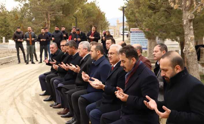 Deprem şehitleri dualarla anıldı