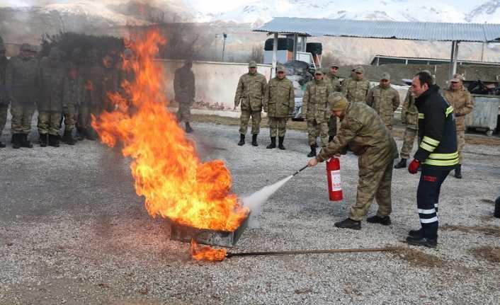 Mehmetçiğe yangın eğitimi