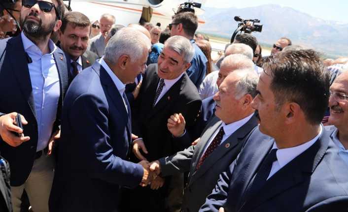 Erzincan Binali Yıldırım'ı bağrına bastı