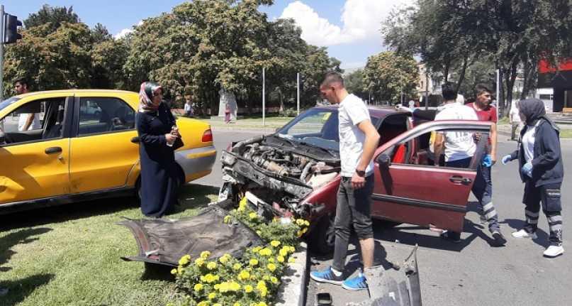 Erzincan'da kaza 3 yaralı