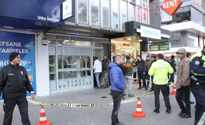 Erzincan'da kuyumcuya çarşaflı soygun girişimi!