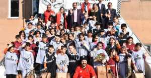 Beşiktaşlılar Derneğinden anlamlı yardım
