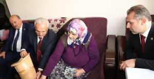 Protez Bacağı Kırılan Kadına Başkan Başsoy Sahip Çıktı