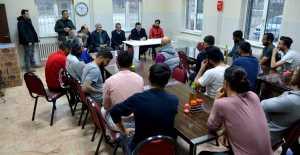 Vali Arslantaş Erzincanspor'da Teknik heyet ve futbolcuların isteklerini dinledi