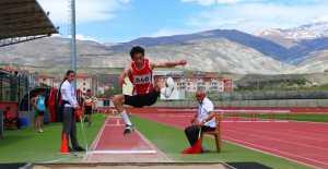 Atletizm bölge yarışmaları Erzincan'da yapıldı