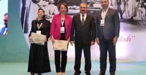 Erzincan'ın yılın Hemşiresi ve Ebesi ödüllerini aldılar