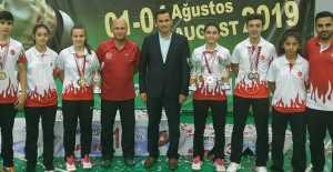 Badminton'da 2 birincilik
