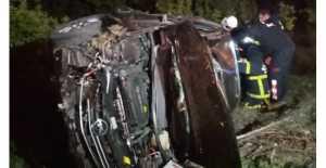 Erzincan'da Feci kaza! Araçta sıkışanları itfaiye kurtardı