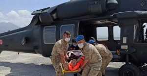 Uçuruma yuvarlanan  vatandaş  helikopter ile kurtarıldı