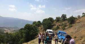 Üzümlüde Traktör Uçuruma Yuvarlandı 2 Yaralı