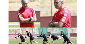 Erzincanspor'da Futbolcular Neşeli, Teknik Direktör Düşünceli