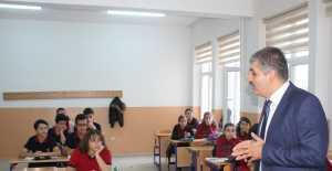 Tarihi Lisede Derslere Profesör Giriyor