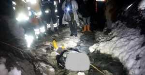 Kar ve fırtına nedeniyle köye dönemeyen çobanın cesedi bulundu