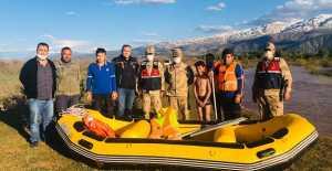 Karasu Nehrinde mahsur kalan çocuğu AFAD kurtardı