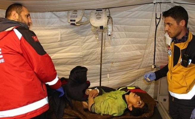 Ölüme terk edilen engelli Afrinli kadını Türk askeri kurtardı
