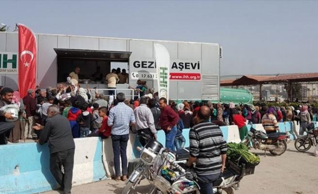 Afrin'de günde 10 bin kişiye sıcak yemek çıkartılıyor