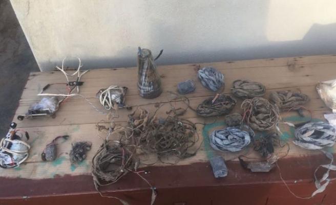 Afrin'de toprak altına gizlenmiş 12 patlayıcı ele geçirildi