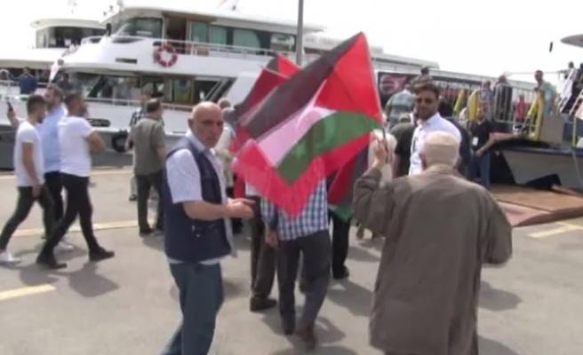 Vatandaşlar teknelerle Yenikapı miting alanına gidiyor