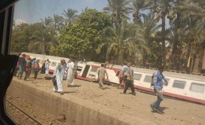 Mısır'da tren devrildi: En az 34 yaralı