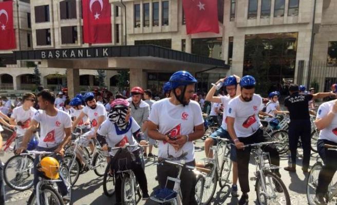 Yüzlerce genç 15 Temmuz Şehitleri için pedal çevirdi