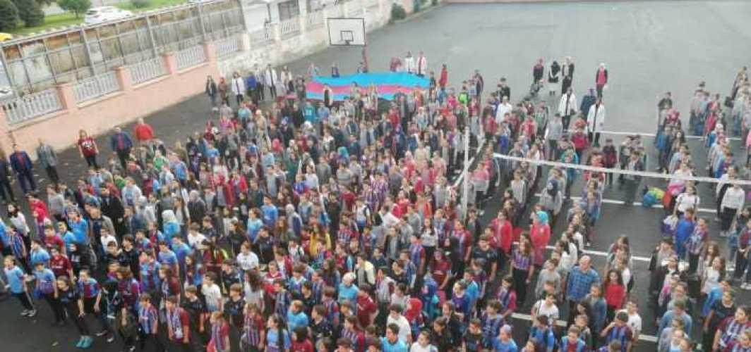 Trabzon'da bir okulda maç günü