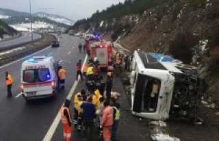 Anadolu Otoyolu'nda yolcu otobüsü devrildi: 2 ölü,...